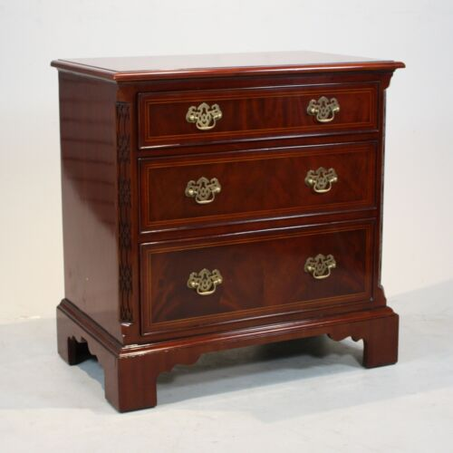 Beautiful Set of 2 Williamsburg style Mahogany chest of drawers with brass