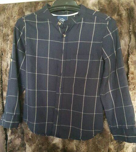 Like new Boy Size 5 navy Blue white checker Shirt Gorgeous roll up sleeve button
