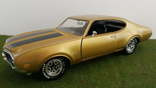 OLDSMOBILE 4-4-2 W-30 1969 gold 1/18 AMERICAN MUSCLE ERTL 7848 voiture miniature