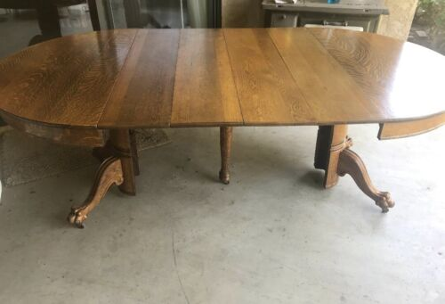 """Solid Oak Quarter sawn 44""""  Dining Table & 4 10"""" leaves.  Delivery Available"""