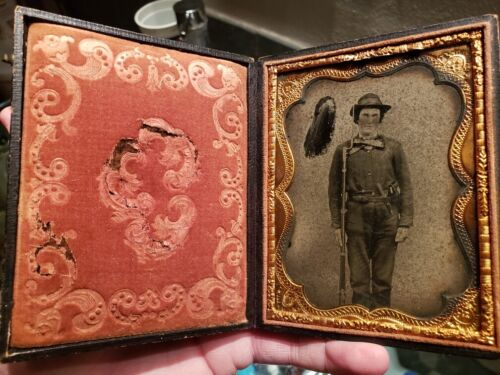 Triple armed Union soldier quarter plate ambrotype - problems, but cheapPhotographs - 36039