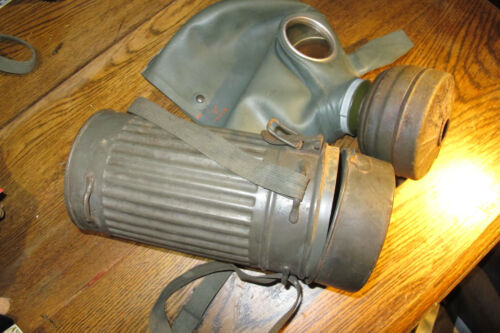 GENUINE GERMAN WW2 SOLDIER GAS MASK WITH CANISTER- GREAT CONDITION100% AUTHENTIC1939 - 1945 (WWII) - 13977