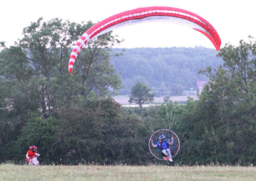 Paramotor Training Course - Potter the sky & Fly First Class - Pilot Rated <br/> Uk's No.1 Flight school - Professionally Rated 5 Star