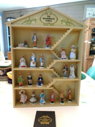 1985 FRANKLIN MINT WOODMOUSE  FAMILY WITH DISPLAY BOX - 19 FIGURINES, COA & MOUS