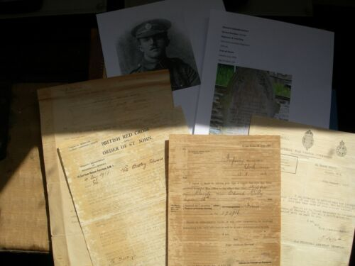 WW1 - Documents with copy photos of the soldiers grave and of himself British 1914 - 1918 (WWI) - 13962