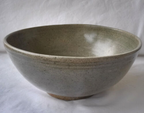 Fine Large Antique 15/16th c. Thai Sawankhaloke Celedon Green Glazed Deep Bowl