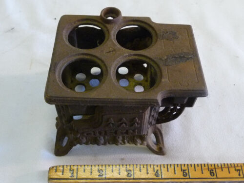 Vintage Miniature Queen Stove Range - Toy or Salesman Sample - Cast Iron