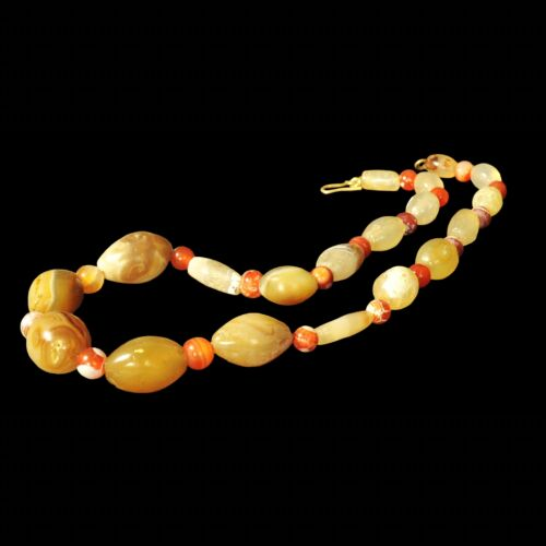 ANCIENT WESTERN ASIATIC CHALCEDONY AND CARNELIAN STONE BEADS NECKLACE