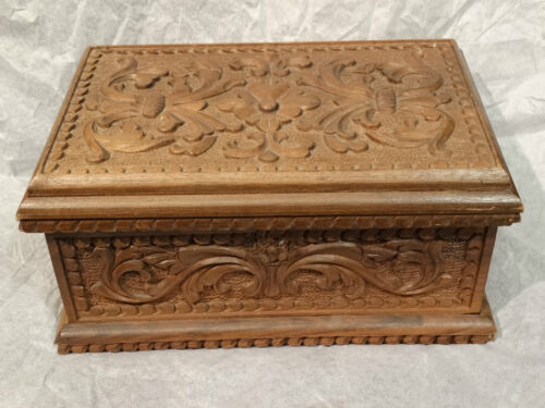 Edwardian Victorian Ornate floral flowered Wood carved jewelry trinket box
