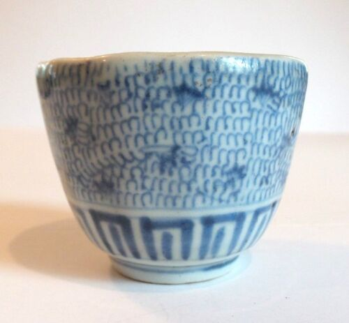 ANTIQUE CHINESE BLUE & WHITE TEA BOWL / HANDLELESS CUP, SIGNED