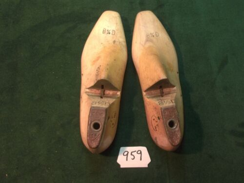 VINTAGE PAIR Wood Size 8-1/2 D JV  33 XX Industrial Shoe Factory Lasts #959