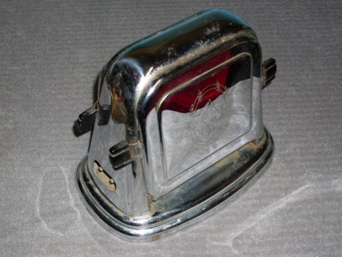 Vintage Bersted Toaster Model #71. Chrome with Bakelite handles, circa 1930s