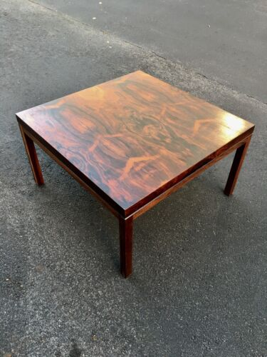 OUTSTANDING MID CENTURY DANISH MODERN ROSEWOOD COFFEE TABLE