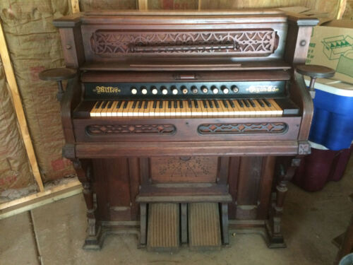 Miller Organ Company 1890 walnut parlor piano, foot pedal