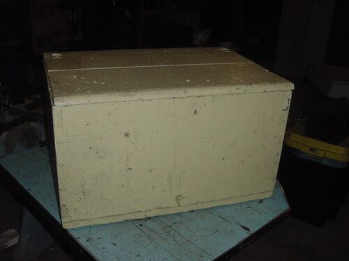 VINTAGE WOOD BOX 24x16x12 CHEST TRUNK LIGHT YELLOW