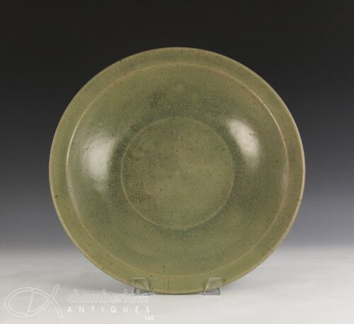 LARGE ANTIQUE CHINESE MING DYNASTY CELADON GLAZED PORCELAIN CHARGER PLATE