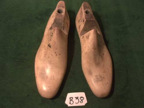 VINTAGE PAIR 8-1/2 4 VULCAN 97Industrial Shoe Factory Industrial Last Mold #B-38