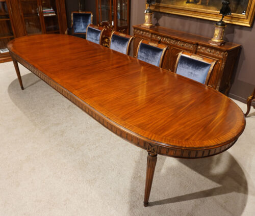 Beautiful 12' traditional mahogany Oval Dining Table with corner legs seats 10
