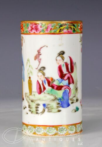 ANTIQUE CHINESE ROSE MANDARIN SMALL BRUSH POT WITH FIGURES - 19C