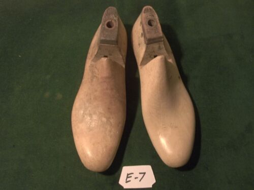 Vintage 1942 Pair US NAVY Shoe Lasts  Size 7-1/2 E STERLING Factory Mold #E-7
