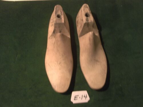 Vintage Pair Wood Size 8-4 #632B Arnold, Weymouth,Mass. Shoe Factory Lasts #E-14