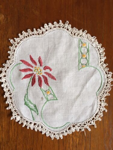 Vintage Hand Embroidered Linen Doily Duchess Dressing Dining Table Crochet