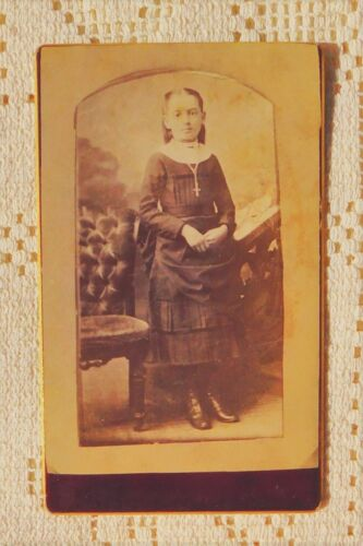 "ANTIQUE 1880's CABINET  PHOTOGRAPH - YOUNG GIRL POSING - 2.5"" X 4"""