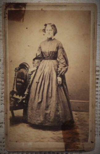 ANTIQUE 1880's CABINET  PHOTOGRAPH - CONNERSVILLE INDIANA WOMAN POSING