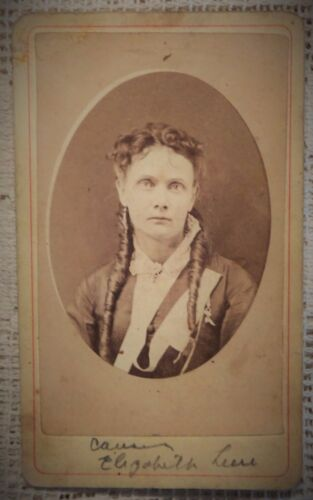 "ANTIQUE 1880's CABINET  PHOTOGRAPH - WOMAN POSING* - 2.5"" X 4"""