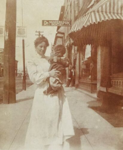 """VINTAGE EARLY 1900'S CABINET PHOTOGRAPH - HENRIETTA DAY & CHILD - 4"""" X 4.75"""""""
