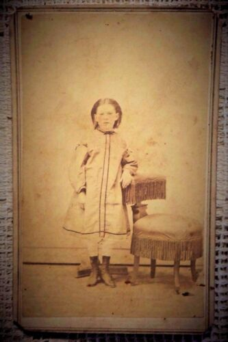 ANTIQUE 1880's CABINET  PHOTOGRAPH - CAMBRIDGE CITY INDIANA GIRL POSING