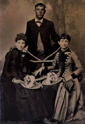 ANTIQUE 1860'S THRU 1870'S TINTYPE PHOTOGRAPH - YOUNG MAN WITH TWO WOMEN
