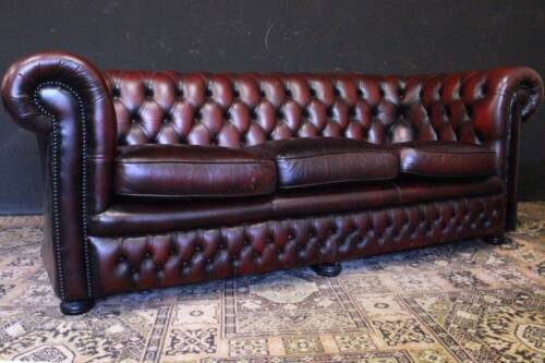 Divano / Sofa / Chesterfield / Chester inglese / tre posti in pelle bordeaux