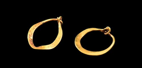 ANCIENT ROMAN GOLD HOOPED PAIR OF EARRINGS