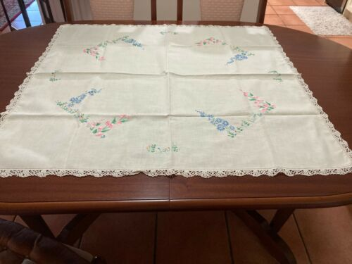 QUALITY VINTAGE  DAISY FLORAL  LINEN HAND EMBROIDERED & CROCHET TABLECLOTH