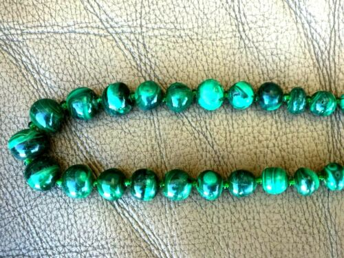 """VINTAGE CHINESE HAND CARVED MALACHITE NECKLACE 22.5""""L"""