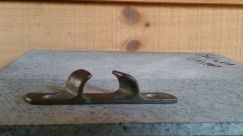 ANTIQUE BRONZE SAILBOAT CLEAT FOR ROPE GUIDE ON GUNNEL