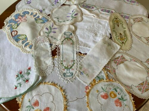 VINTAGE EMBROIDERED LINEN AND LACE BULK LOT OF DOILES