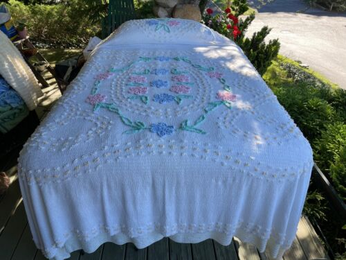 """WHITE FLORAL VINTAGE CHENILLE BEDSPREAD 100""""x104"""" QUEEN LAUNDERED LIGHTER WEIGHT"""