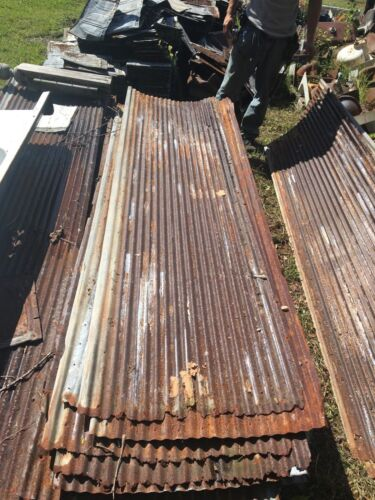 ONE Vintage 10 ft Corrugated Roof Panel Tin Rusty Metal  Decor 3302-14