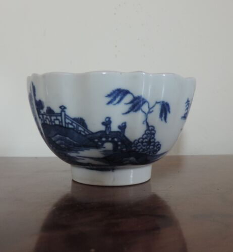 Antique Worcester Porcelain Tea Cup Bowl Blue and White Chinese 18th century Bow