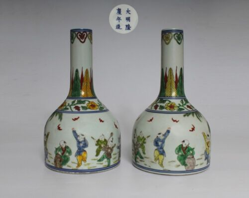 RARE PAIR CHINESE WU CAI PORCELAIN VASES MING LONGQING MARKED (L839)