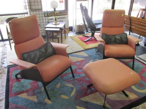 GEOFF HOLLINGTON FOR HERMAN MILLER LOUNGE CHAIRS Lot 27