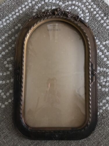Chicago Portrait CO. Antique Oval Top Beveled Glass Wooden Picture Frame Ornate