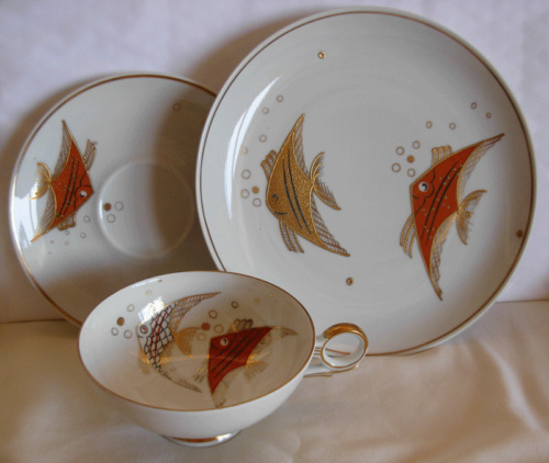 1960s WALLENDORF GERMANY  GILT, HAND PAINTED, CUP & SAUCER & CAKE PLATE W/ FISH