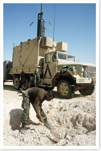 2nd Armored Cavalry Regiment Soldier Digging Foxhole Desert Storm 8x12 PhotoReproductions - 156449