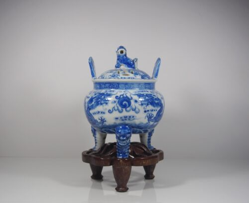 A Chinese Blue and White Lidded Incense Burner with Stand, Early 19th Century