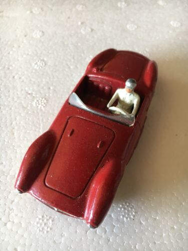 VENDS VOITURE    MASERATI  DINKY TOYS  MADE IN FRANCE  PAR MECCANO  1/43