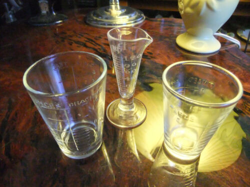 SMALL VINTAGE GLASS MEASURING CUPS