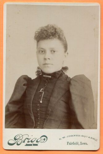 Fairfield, IA, Portrait of a Young Woman, by Briggs, circa 1890